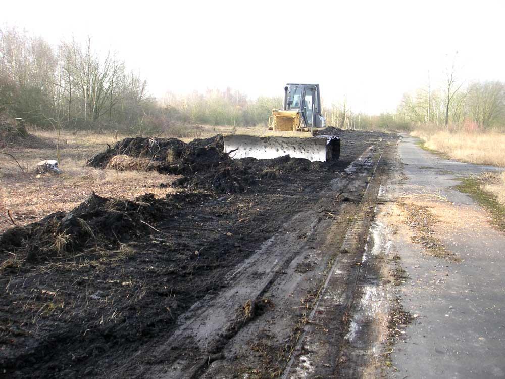 Schwerer Einsatz für den Naturschutz: Bulldozer im NSG Holzplatz