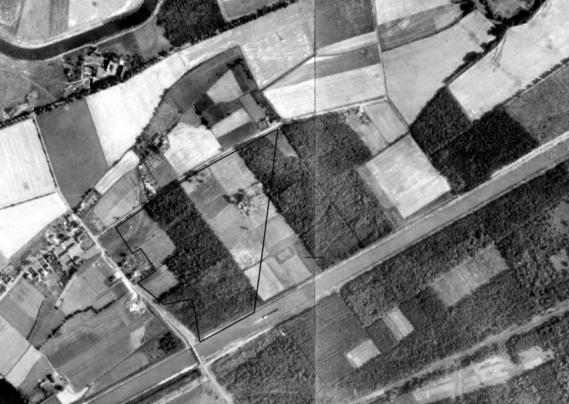 Um 1969 steht die Hofstelle im Osten des Naturchutzgebietes noch - eingebettet in landwirtschaftliche Nutzflächen (Luftbildbefliegung 1925 bis 1930). Regionalverband Ruhr, CC BY-NC-SA 4.0