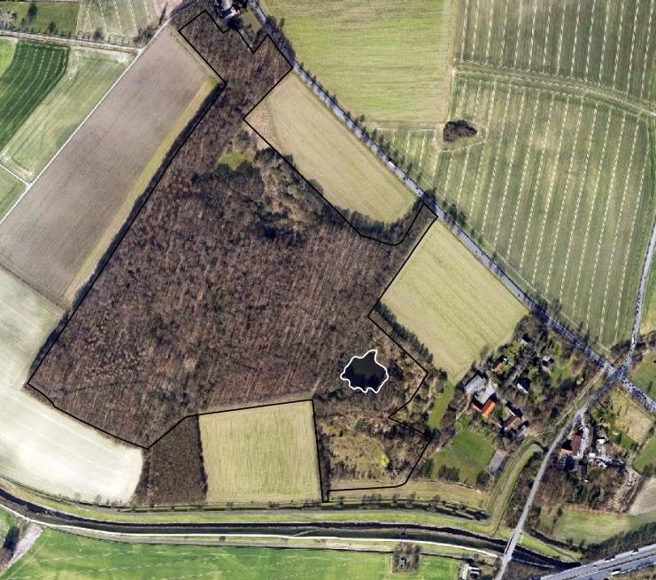Heute ist die Seseke eingedeicht und die nördlich angrenzenden Flächen sind um mehrere Meter abgesackt, so dass sich im Südosten des Mühlenbruchgebietes  im Laufe der Jahre ein Kleingewässer gebildet hat (Luftbildbefliegung 2011 bis 2016). Regionalverband Ruhr, CC BY-NC-SA 4.0