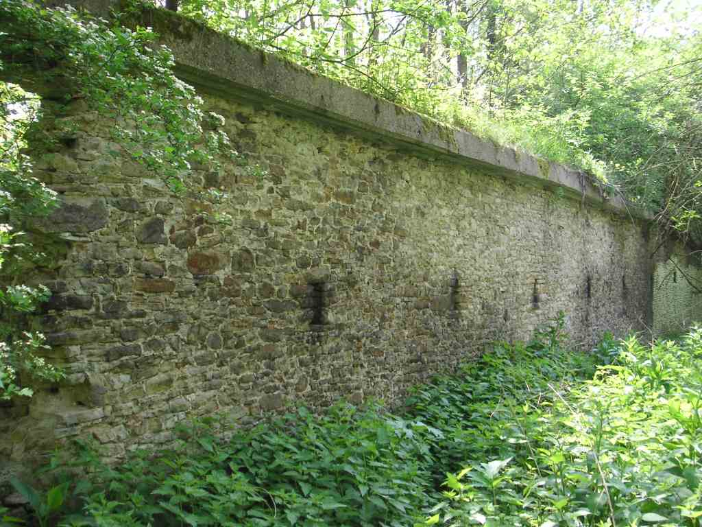 """""""Eulenmauer"""" am ehemaligen Standort von Haus Ruhr/Lappenhausen"""