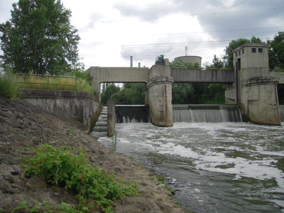 ein weiterer Zwangspunkt für den Fluss - auch hier muss die Lippe gleich mehrere Höhenmeter überwinden